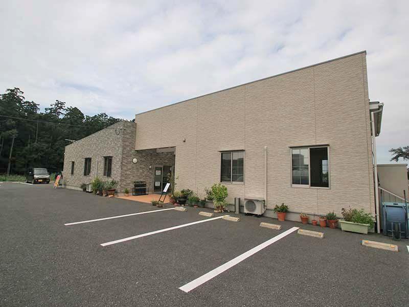 南川越霊園 管理事務所に併設された駐車場