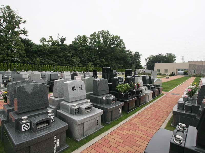 南川越霊園 開放感のある緑地付き墓所