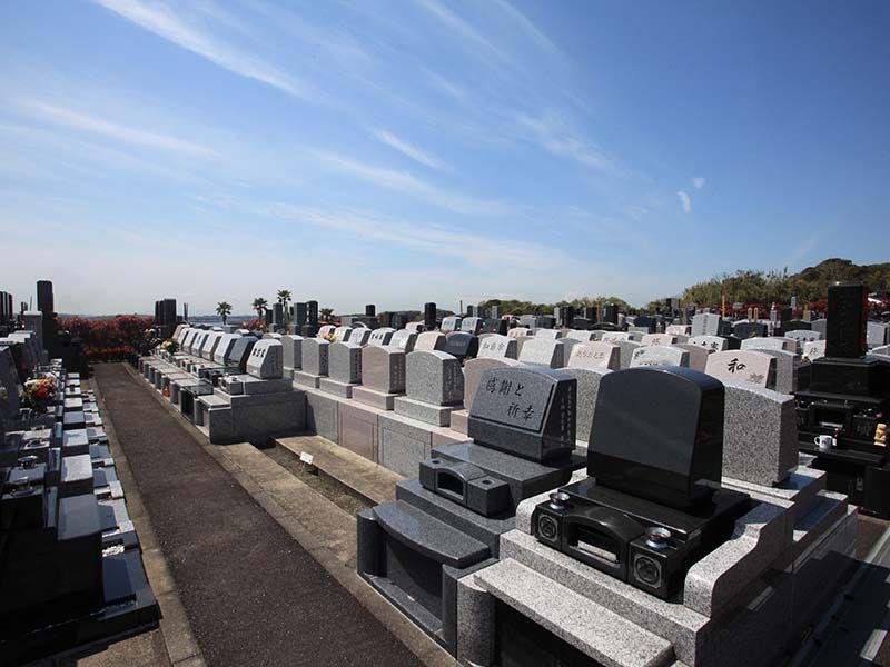 やすらぎの里 南葉山霊園 なだらかな丘陵地に位置する墓域