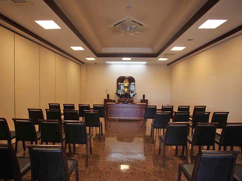 やすらぎの里 南葉山霊園 礼拝室内