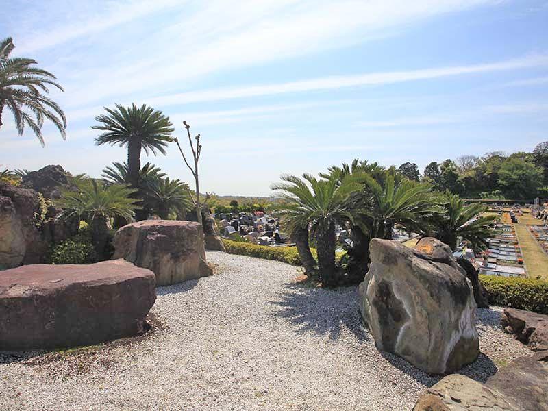 やすらぎの里 南葉山霊園 巨石・奇石を配した日本庭園