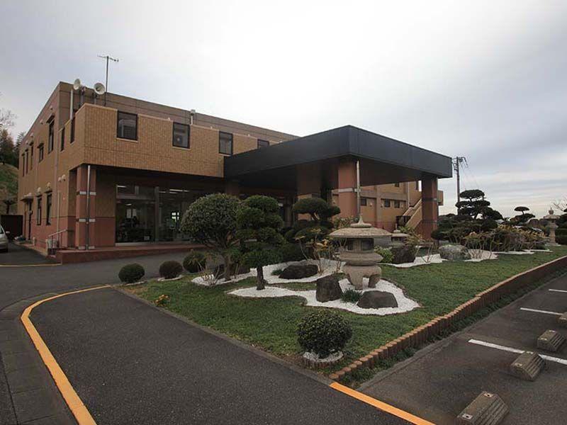 やすらぎの里 南葉山霊園 礼拝室、会食室、預骨室などが入る管理棟