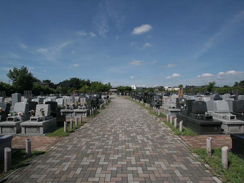 むさしの聖地 永久の郷 バリアフリー設計の参道