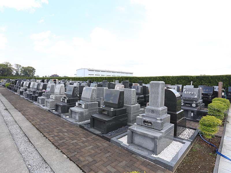 メモリアル越谷 憩いの郷 墓石横に砂利を敷く「敷砂利区画」