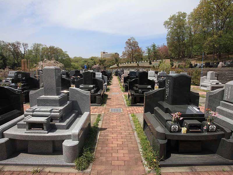 武蔵岡霊園 平坦でお参りしやすい墓域