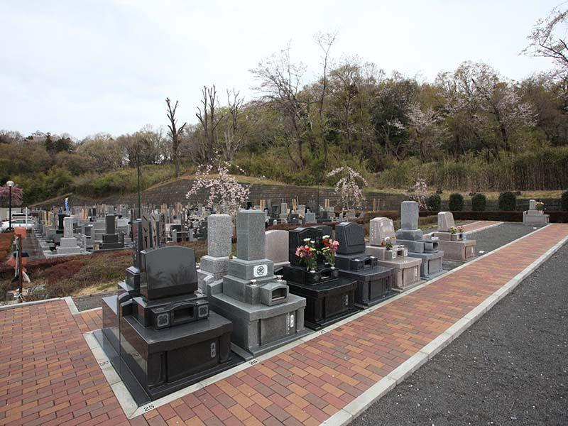 武蔵岡霊園 バリアフリー設計でお参りしやすい墓域