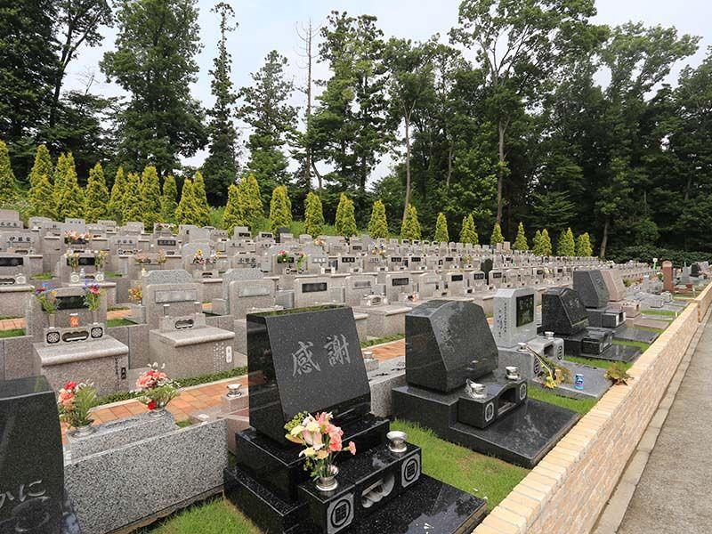 メモリアルパーククラウド御殿山 自然に囲まれた洋型墓石