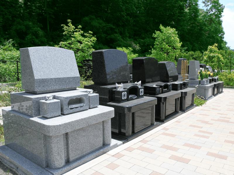 整備された八王子上川霊園の洋型墓石