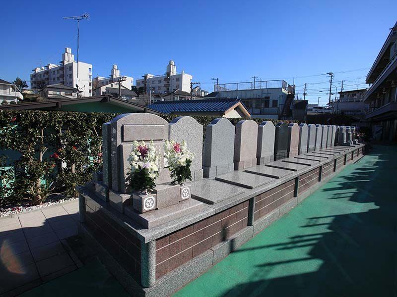 横浜中央霊園 十分な広さの「テラス・バリアフリー墓所」