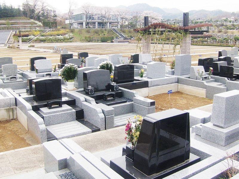 東京霊園 清掃の行き届いた墓域