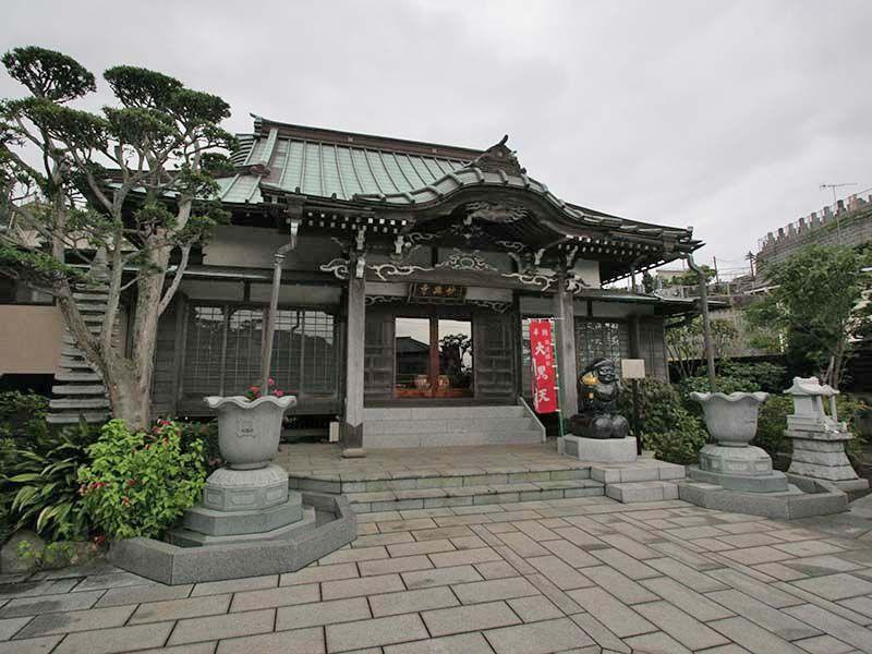 鎌倉富士見墓苑 妙典寺の境内