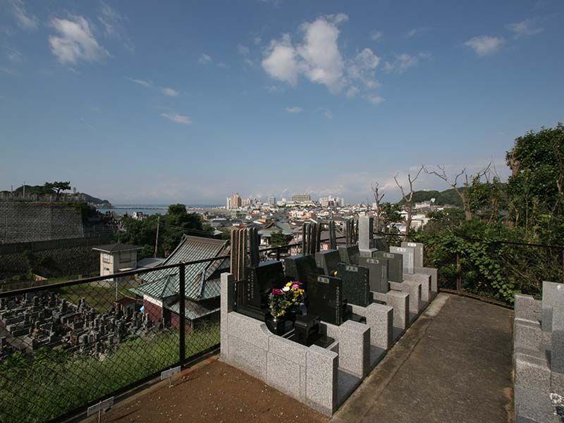 鎌倉富士見墓苑 高台にあり見晴らしの良い墓域