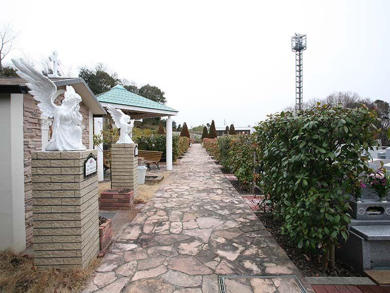 サンメモリアル東京 欧風公園墓地の参道
