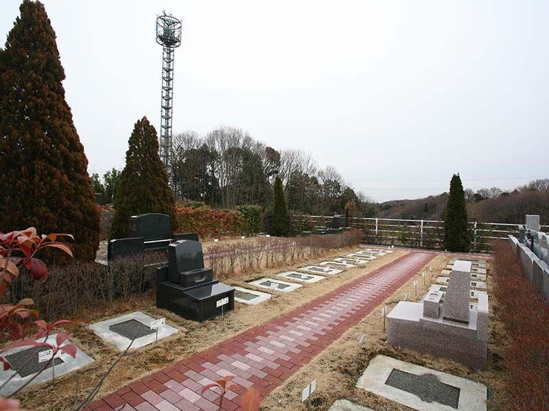 サンメモリアル東京 赤レンガが特徴的な墓域