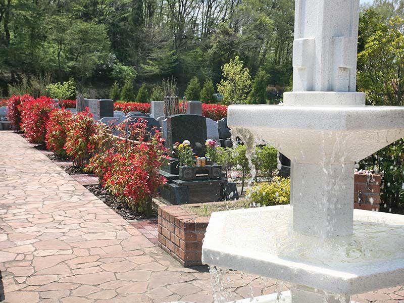 サンメモリアル東京 涼やかな気持ちにさせてくれる噴水が見える墓域