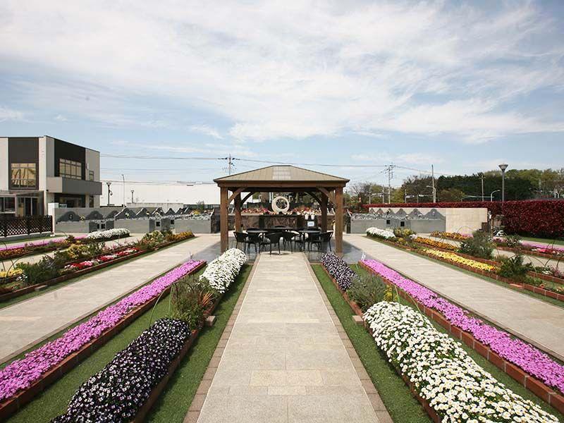 サニープレイス所沢 色とりどりの花々の咲く公園のような霊園