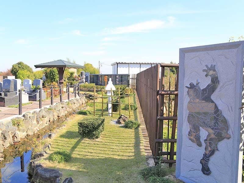 南大沢バードヒルズ 小川が流れる日本庭園のような苑内
