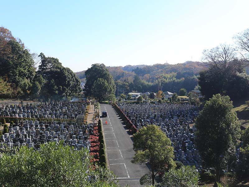 厚木森の里霊園 墓域すぐ横の駐車場