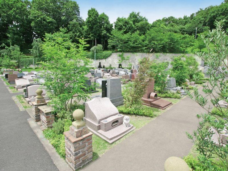 町田いずみ浄苑の緑豊かな墓域