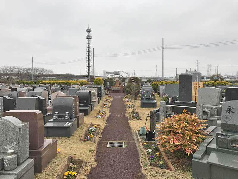 芝生の霊園あさか野 ゆとりある広さの墓域
