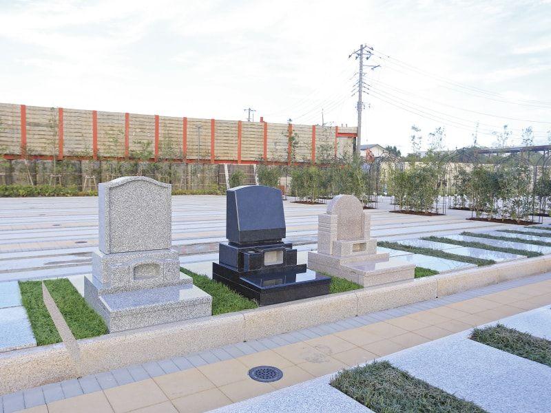 朝霞フォーシーズンメモリアル 様々な形の墓石