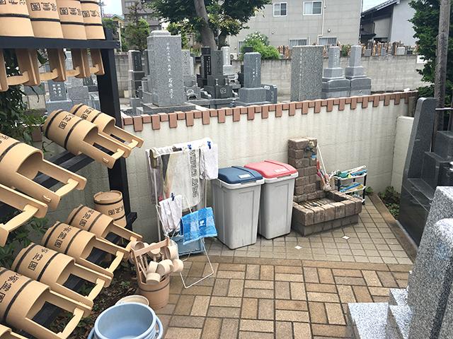 竹の塚霊園 墓域内にある水汲み場