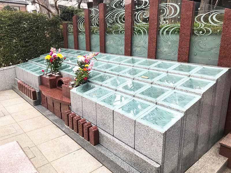 高應寺墓苑 永代供養墓・樹木葬 永代供養墓はモダンな造り