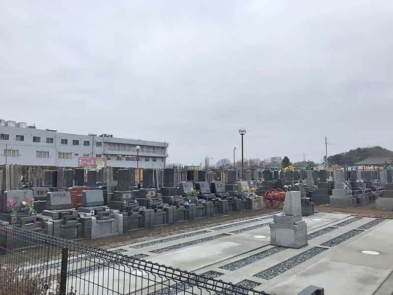 メモリアルガーデン朝霞 和型・洋型の墓石が建立