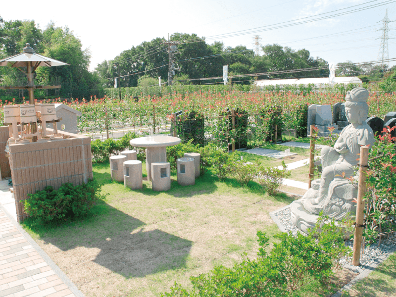 新の丘さくら浄苑の園内休憩スペース