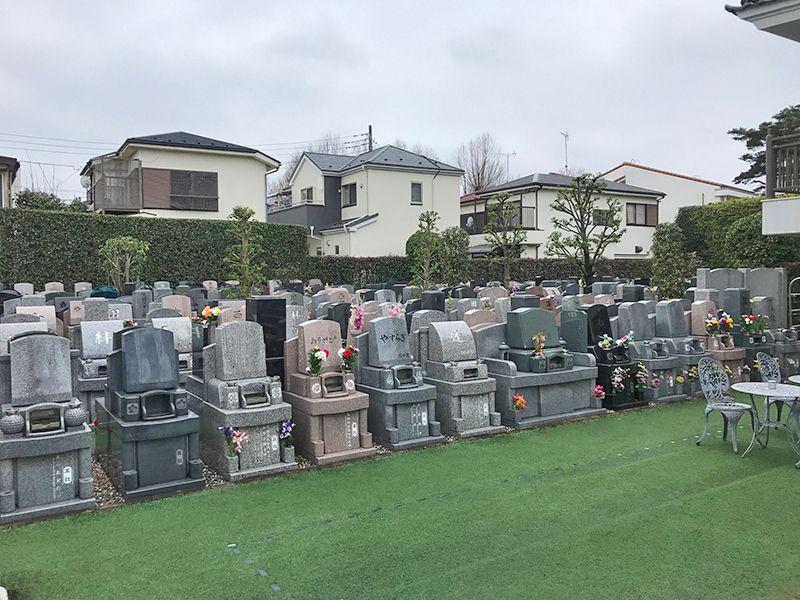 セントレア新座 様々な墓石が混在