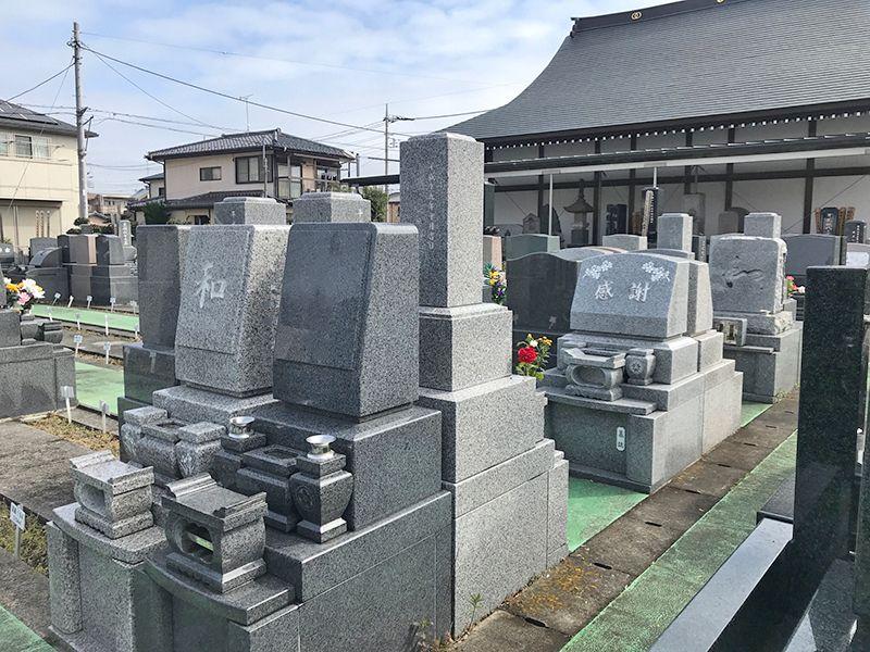 櫻墓苑 和型・洋型の墓石が混在