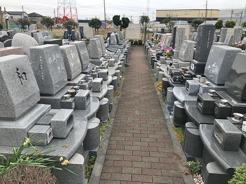 新三郷シティメモリアル 閑静な住宅街に佇む墓地風景