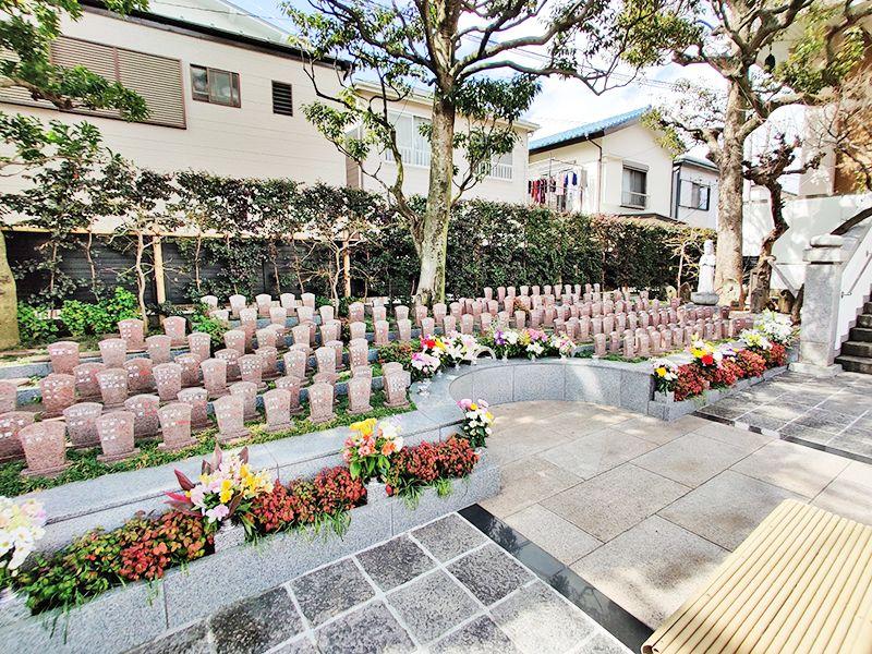 聖徳寺 しらはた浄苑 永代供養墓・樹木葬 花や緑に囲まれた樹木墓