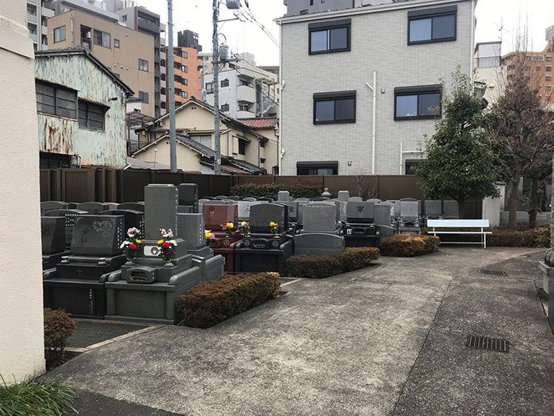 洗心浄苑 住宅街の中にある墓域