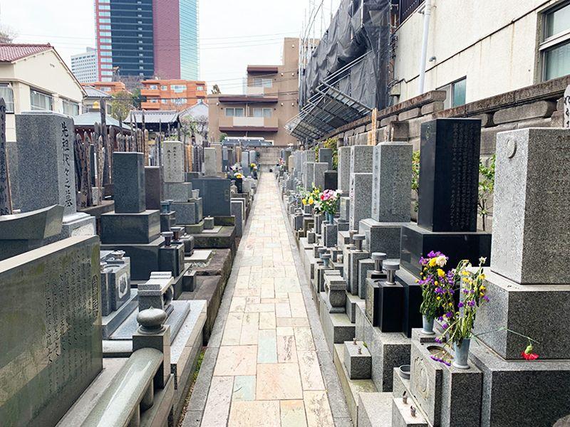 御田いずみ霊園 きれいに区画整理された墓域