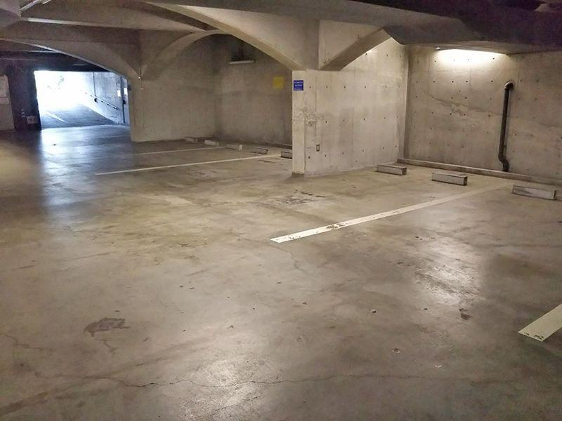 東京カテドラル納骨堂 高輪分室(クリプト高輪) 余裕のある駐車場