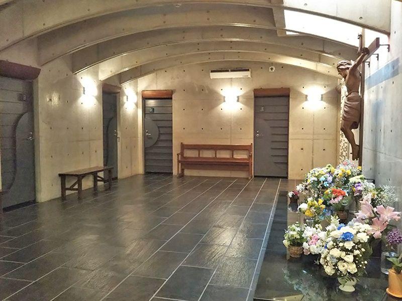 東京カテドラル納骨堂 高輪分室(クリプト高輪) 十字架キリスト像
