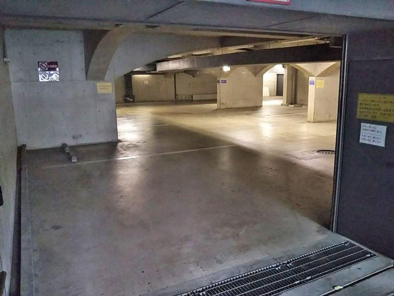 東京カテドラル納骨堂 高輪分室(クリプト高輪) 平坦なバリアフリー駐車場