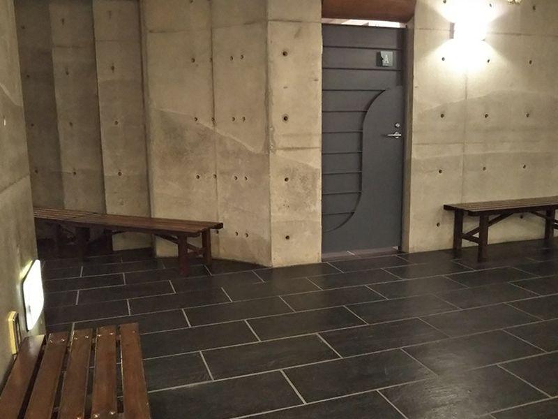 東京カテドラル納骨堂 高輪分室(クリプト高輪) 納骨堂休憩ベンチ