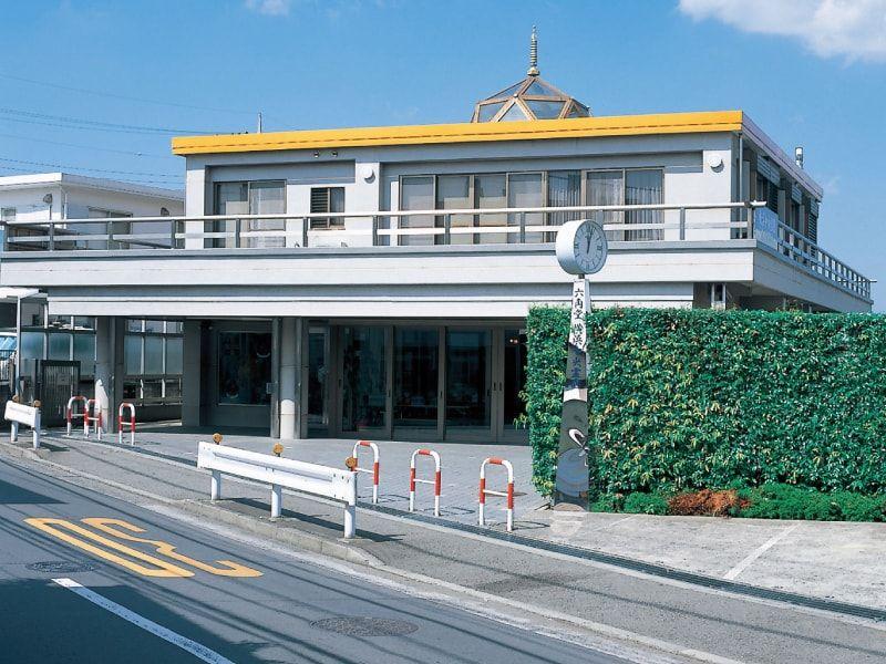 横浜中央霊園 管理棟「六角堂」