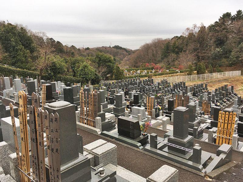 多摩さくら浄苑 自然の中の開放的な墓域