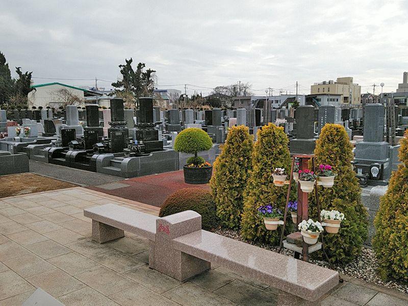 西浦和霊園 櫻聖陵 霊園内にあるベンチ