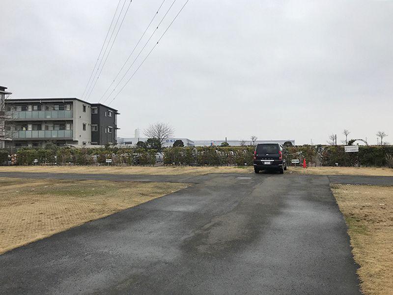 新座メモリアル 墓域横の駐車スペース