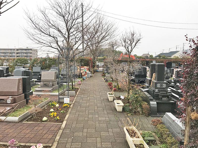 新座メモリアル 平坦に整備された参道