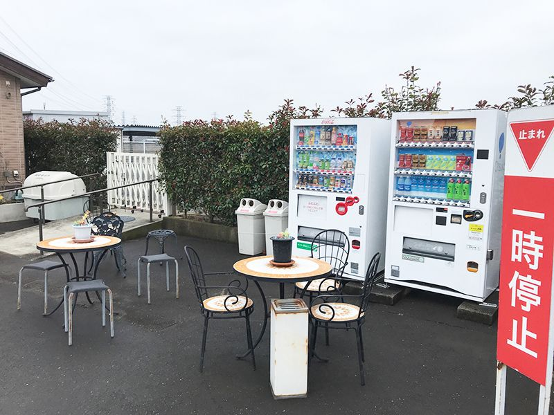 新座墓苑 自動販売機完備の休憩スペース