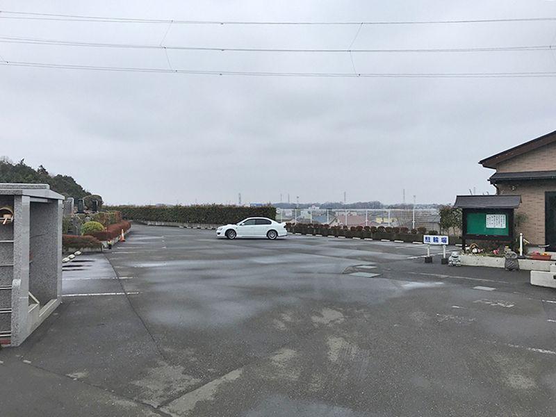 新座墓苑 整備された駐車スペース