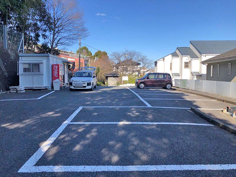 橘聖地第二霊園 平坦な駐車場