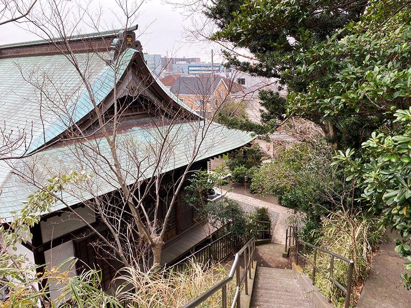 藤沢樹木葬墓地 本堂脇の階段