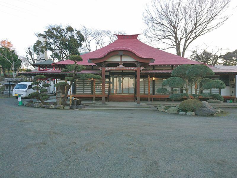 茅ヶ崎公園墓地 霊園内にある「白峰寺本堂」