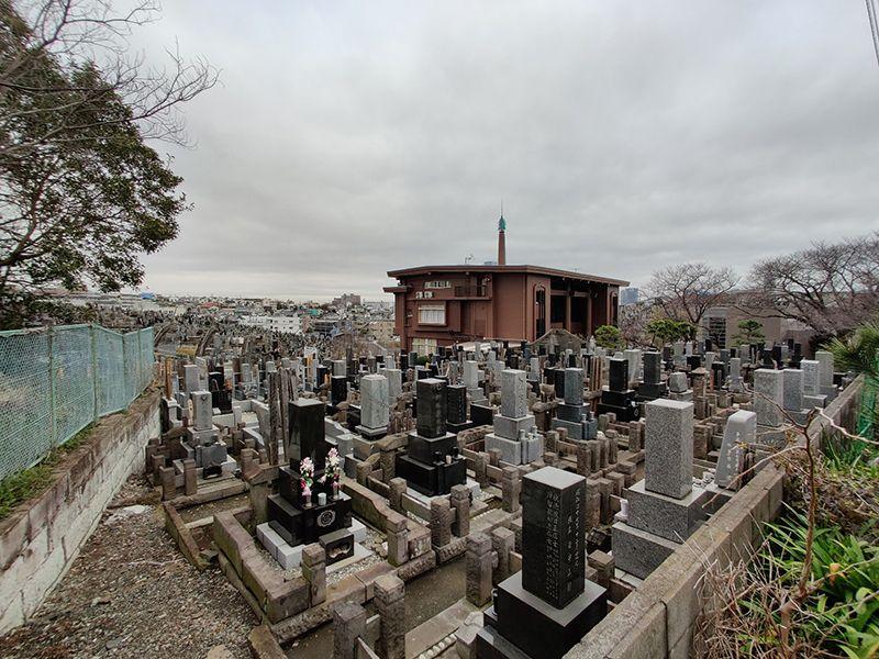 秋峰霊園 高台にある墓域